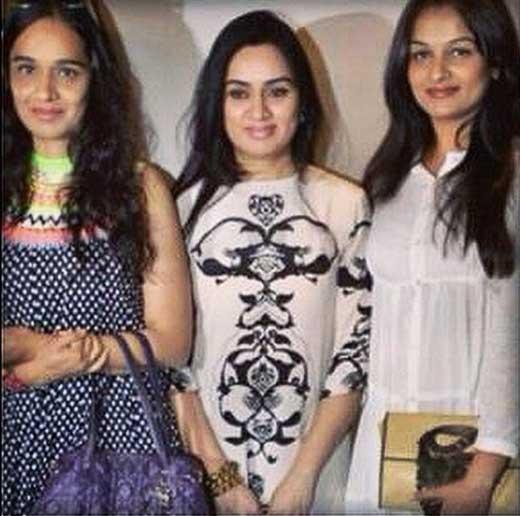 Shivangi Kolhapure With Sisters
