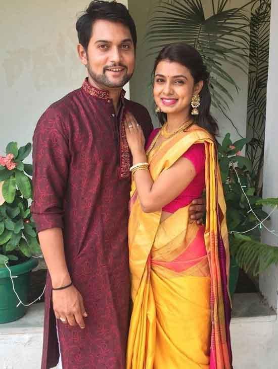 mayuri deshmukh with husband ashutosh bhakare