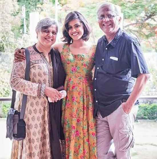 neha mahajan with mother and father
