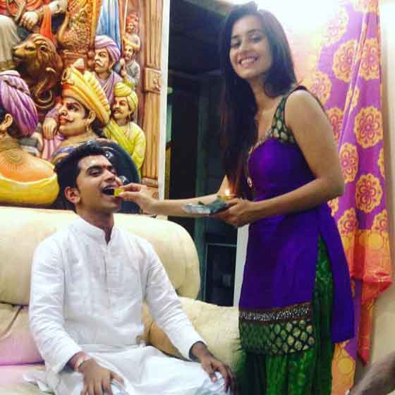 shivani surve with brother