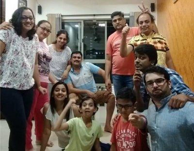 tejashree pradhan with family