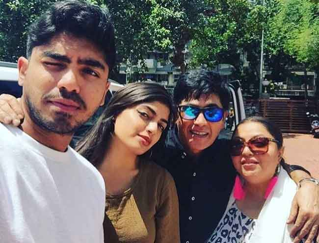 aasif sheikh with family