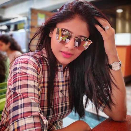 Akshaya Deodhar Images