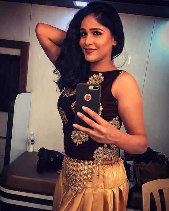 Akshaya Deodhar Taking Selfie