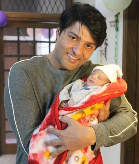 Anas Rashid With His Newborn Baby
