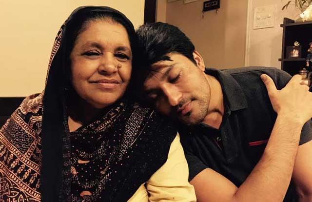 Anas Rashid With Mom