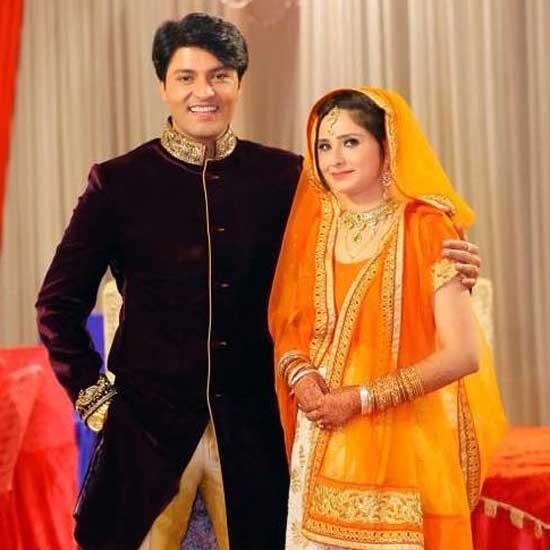 Anas Rashid With Wife
