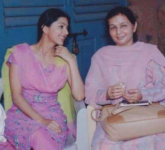 bhumika chawla with mom
