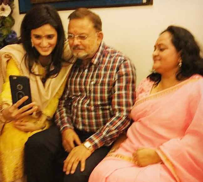 Pankhuri Awasthy With Father And Mother
