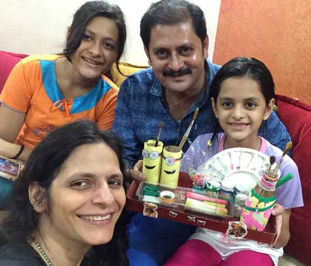 actor rohitash gaud with family
