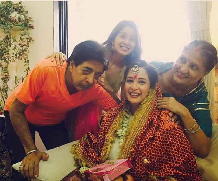 chahat khanna with family