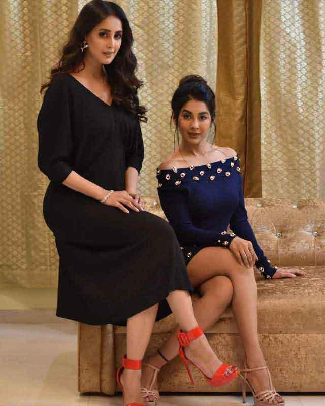 chahat khanna with sister simran khanna