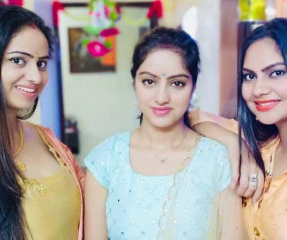 deepika singh with sisters