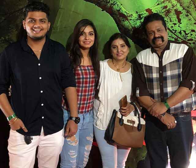 divya agarwal with family