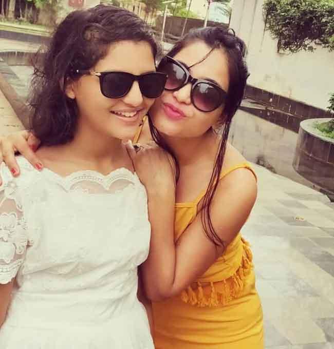 shubhangi atre with daughter