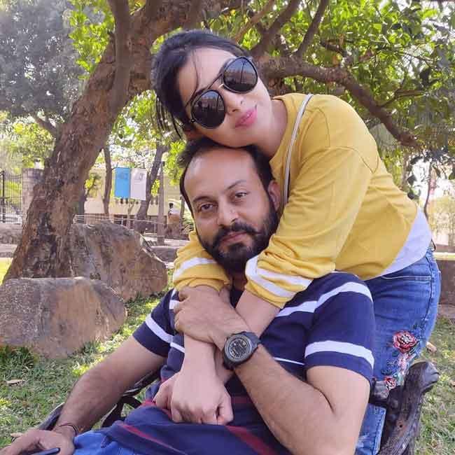 shubhangi atre with husband