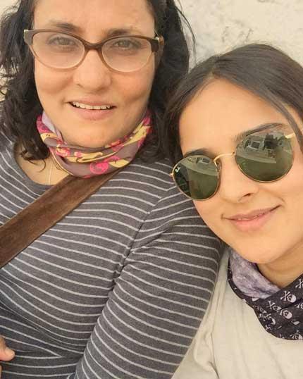 Angira Dhar With Mom