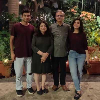 rashmi agdekar with family