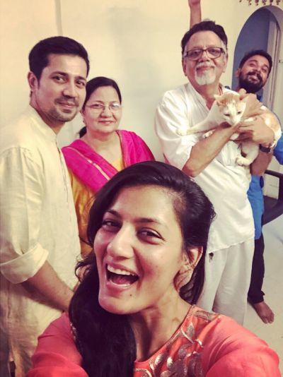 shruti vyas with family