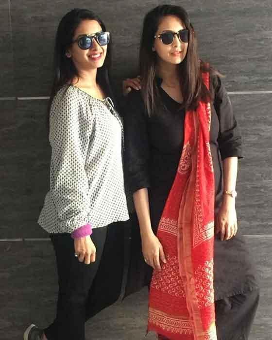simran khanna with sister chahat khanna