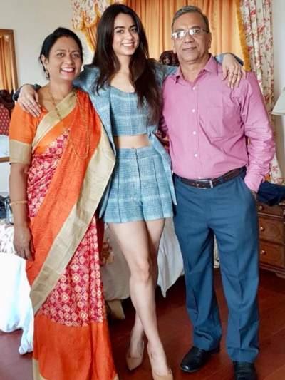 soundarya sharma with family