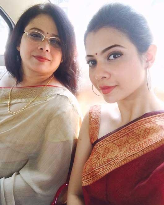 Shreya Gupto With Mother