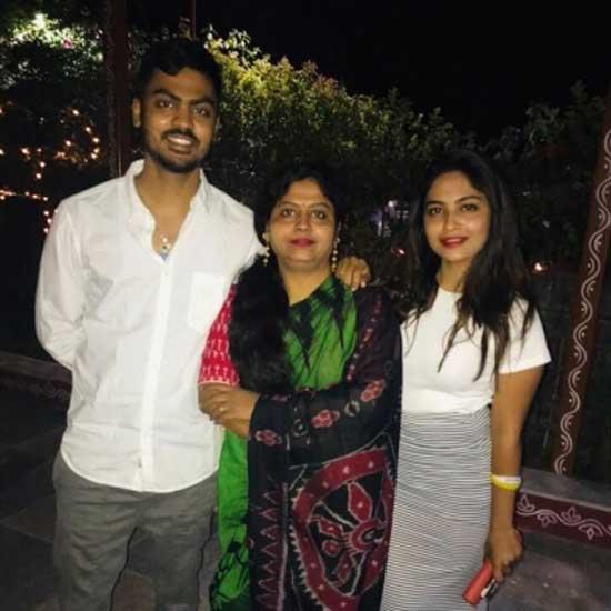 alekhya harika with family